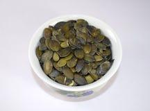 Semi di zucca in ciotola Fotografia Stock
