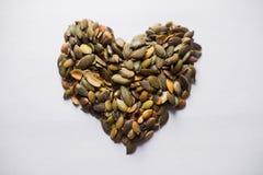 Semi di zucca sani del cuore fotografie stock