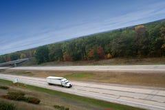 semi drogi samochód wysoki biały Obraz Stock