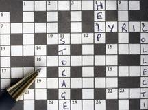Semi opgelost kruiswoordraadsel met pen Royalty-vrije Stock Afbeelding
