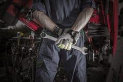 Semi pro mecânico do caminhão fotografia de stock royalty free
