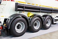 Semi-remolque de tres ruedas con el tanque imagen de archivo libre de regalías