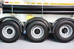 Semi-remolque de tres ruedas con el tanque fotos de archivo libres de regalías