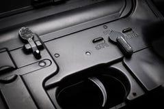 Semi rifle de asalto del modo en fondo negro imagen de archivo libre de regalías