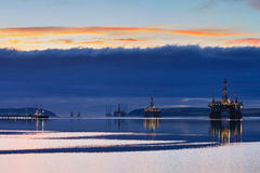 Free Semi Submersible Oil Rig During Sunrise At Cromarty Firth Stock Images - 79889854