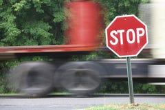 Semi vrachtwagen in beweging Royalty-vrije Stock Afbeelding