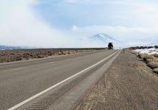 Semi vrachtwagen op een weg stock fotografie