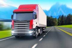 Semi-vrachtwagen op een weg of autobahn Stock Fotografie