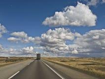 Semi Vrachtwagen tusen staten Stock Foto