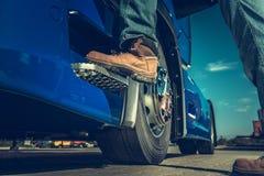 Semi Vrachtwagenchauffeur Concept royalty-vrije stock afbeeldingen
