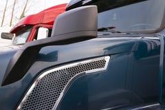 Semi vrachtwagensfragmenten Stock Afbeelding