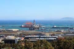 Semi Zanurzalny Wiertniczy takielunek i świderu statek w stoczni wewnątrz Zdjęcie Royalty Free