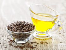 Semilla de lino de Brown y aceite de linaza Imagenes de archivo