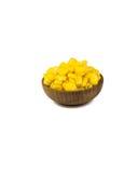 Semilla del maíz en la taza de madera aislada Fotografía de archivo