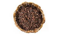 Semillas de cacao en una cesta Fotografía de archivo libre de regalías