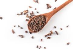 Semillas de cacao en una cuchara Fotografía de archivo