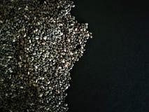 Semillas de Chia aisladas con el fondo negro Alimento natural imágenes de archivo libres de regalías