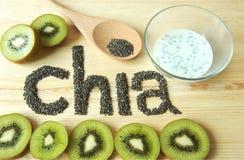 Semillas de Chia y rebanada del kiwi Imagen de archivo libre de regalías