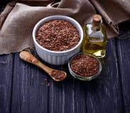 Semillas de lino y aceite de linaza Fotografía de archivo libre de regalías