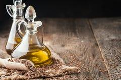 Semillas de lino y aceite de linaza Imágenes de archivo libres de regalías