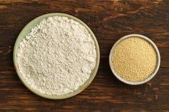 Semillas del amaranto y harina del amaranto Imagen de archivo libre de regalías