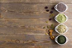 Semillas y polvo crudos de Superfood Imágenes de archivo libres de regalías