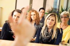 Seminário das mulheres somente fotos de stock