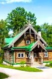 Seminarium i Museum-reserven Abramtsevo Byggnaden byggdes i 1873 Det e Arkivbild
