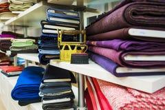 Seminarium sömmerska atelier för kvinnors kläder royaltyfri bild