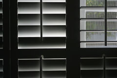 semiopen fönster arkivfoto