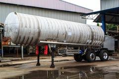Semirimorchio cisterna. Immagine Stock Libera da Diritti