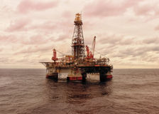 Semisubmersible na morzu wiertniczy takielunek Fotografia Stock