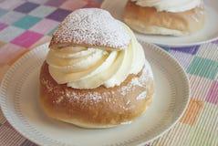 Semla svedese della pasticceria, panino crema Immagini Stock