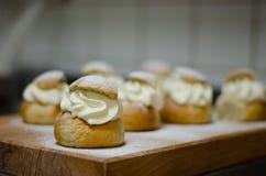 Semla - Traditioneel Zweeds broodje stock afbeelding