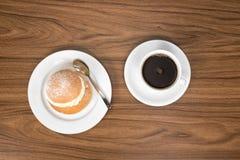 Semla z filiżanką kawy widzieć od above Obrazy Royalty Free