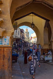 Semmarin麦地那门和Jama埃尔哈木尔清真寺尖塔 菲斯El Jdid,摩洛哥 免版税库存照片