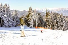 Semmering, Австрия Взгляд снега покрыл наклон в австрийца Альпы лыжа курорта стоковые фотографии rf