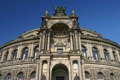 Semper歌剧院德累斯顿德国低角度 库存图片