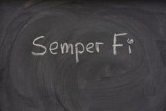 Semper Fi escrito à mão em um quadro-negro imagens de stock