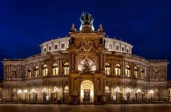 Semperoper к ноча, Дрезден, Германия стоковые изображения rf