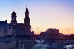 Semperoper en de Kathedraal van Dresden bij zonsondergang Stock Fotografie