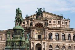 Semperoper et Roi John de statue de la Saxe Photo libre de droits