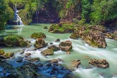 Semuc Champey precipita a cascata nel Guatemala fotografia stock libera da diritti