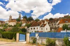 Semur en Auxois美丽如画的中世纪镇  库存照片
