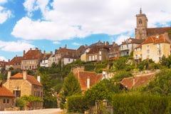Semur en Auxois美丽如画的中世纪镇  免版税库存照片