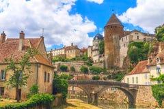 Semur en Auxois美丽如画的中世纪镇  免版税库存图片
