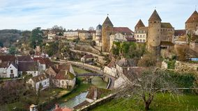 Semur en Auxois,伯根地,法国都市风景中世纪镇  免版税库存图片