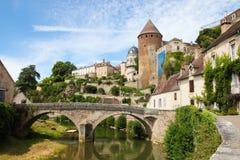 Semur-en-Auxois Bourgogne Arkivfoton