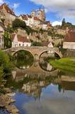 Semur-en-Auxois em Borgonha France Foto de Stock