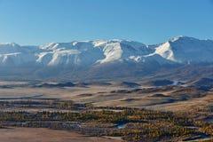 Sen höst i dalarna runt om den norr Chui kanten Royaltyfria Bilder